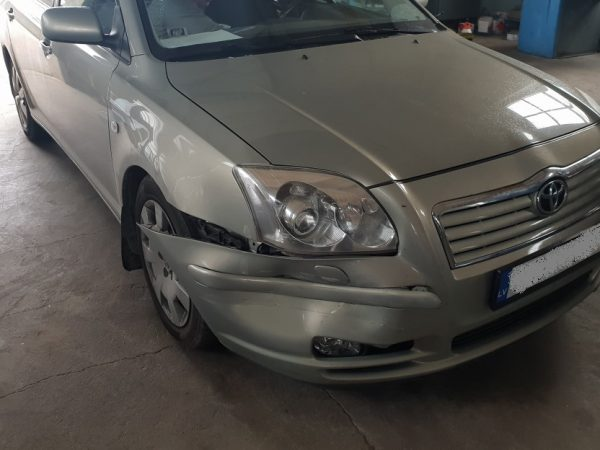TOYOTA AVENSIS 2003 год